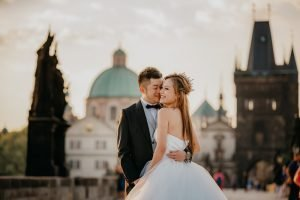 2ofus-weddings-Prague-engagement-portrait-colekor-009